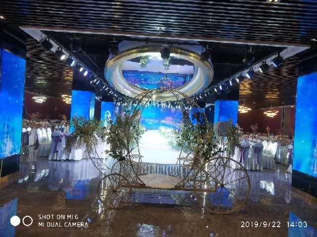 河南某宴会厅舞台机械布置现场