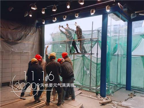 玻璃幕墙现场施工案例