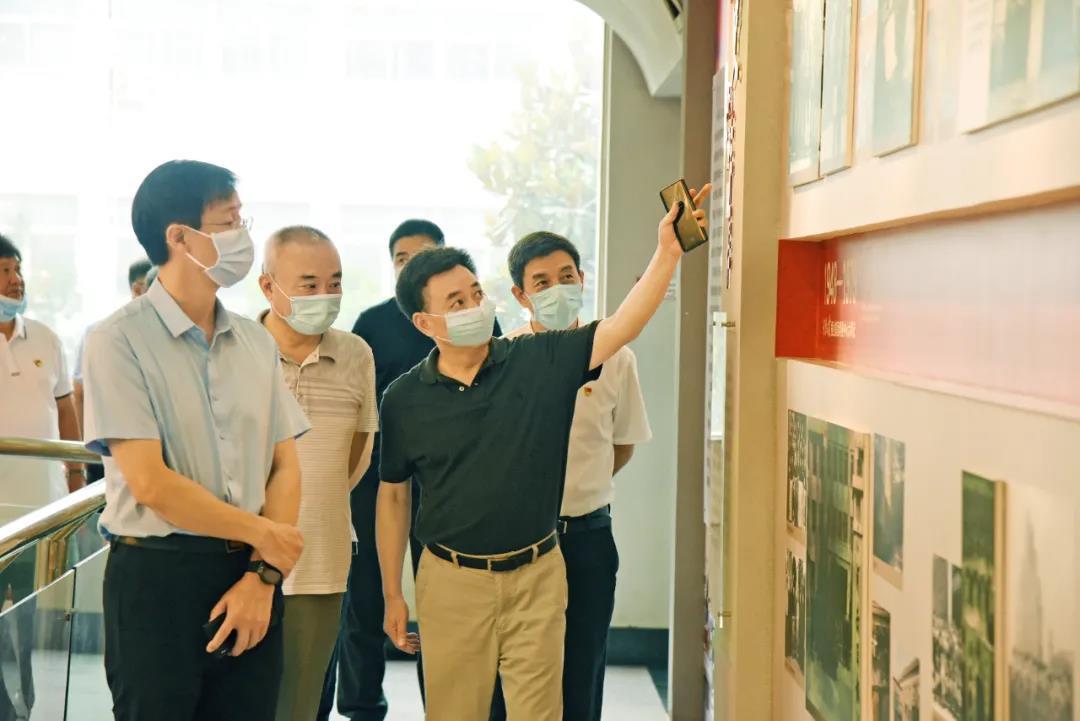 省委宣传部副部长方启雄到河南日报印务中心检查安全生产