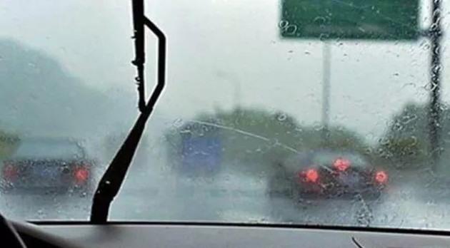 【生活小提示】车窗起雾千万别大意,教你几招迅速见效
