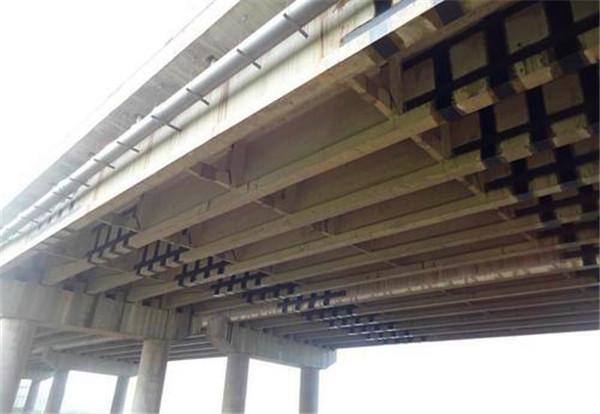 桥梁加固shou选加固方式是碳纤维布加固,那么其对旧桥进行加固都有什么特点