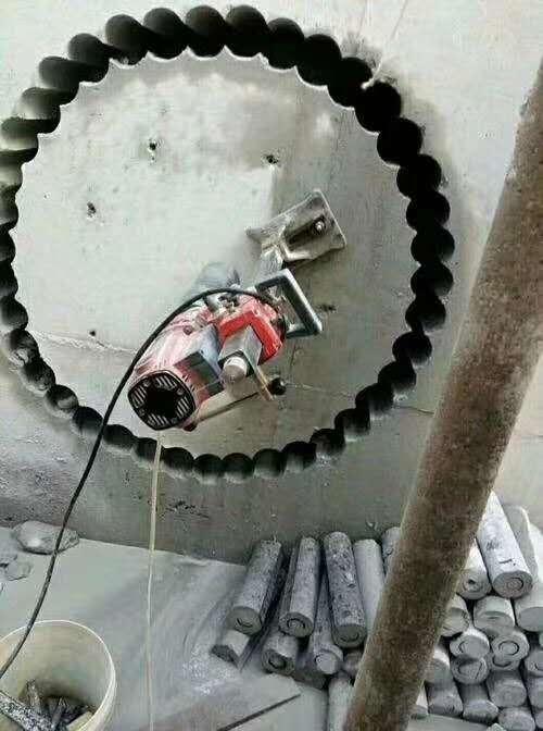 进行混凝土裂缝修补的时候运用嵌缝堵漏法是如何处理呢?