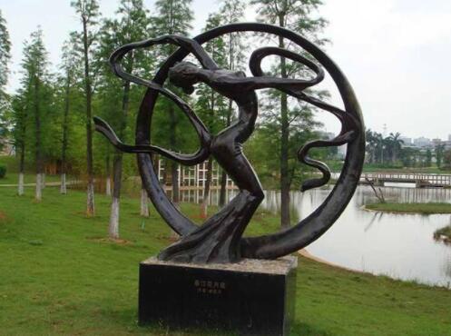 景观雕塑主要是用于城市的装饰和美化