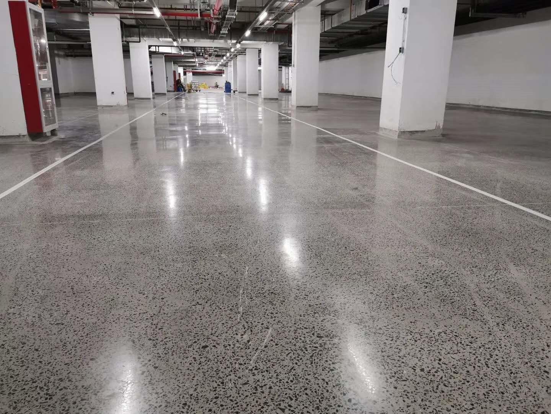 密封固化剂地坪和耐磨地坪有哪些不同之处呢?主要有这2个区别