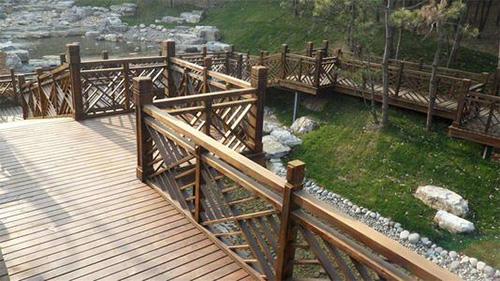 当遇到四川防腐木工程发黑的情况应该咋办呢?