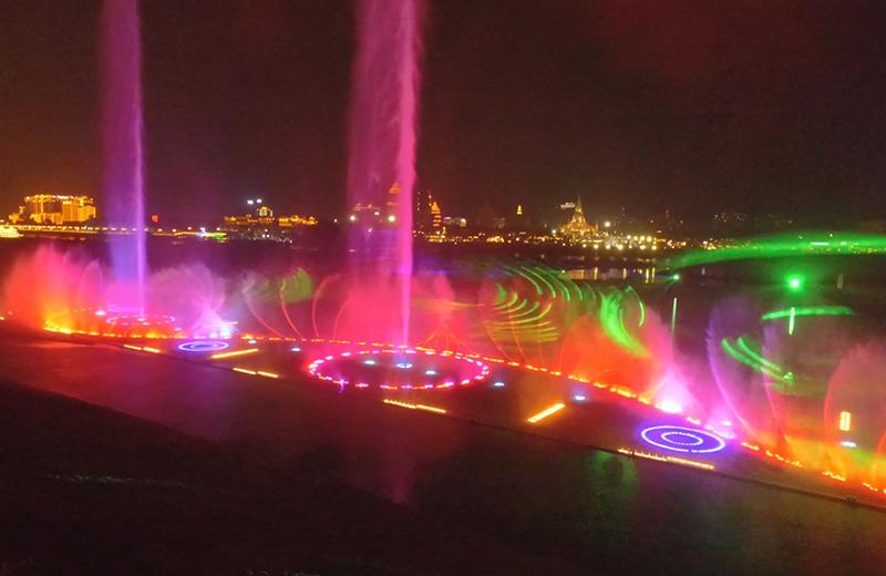 音乐喷泉点亮城市夜空,文旅夜游聚焦喷泉水舞秀