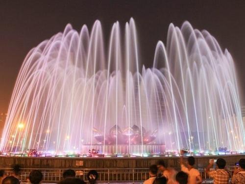 四川噴泉跟著音樂搖擺的原理
