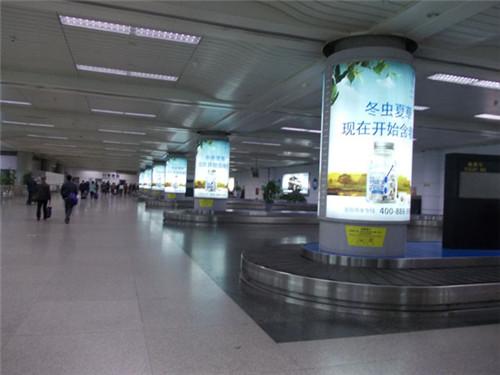 四川地铁机场灯箱