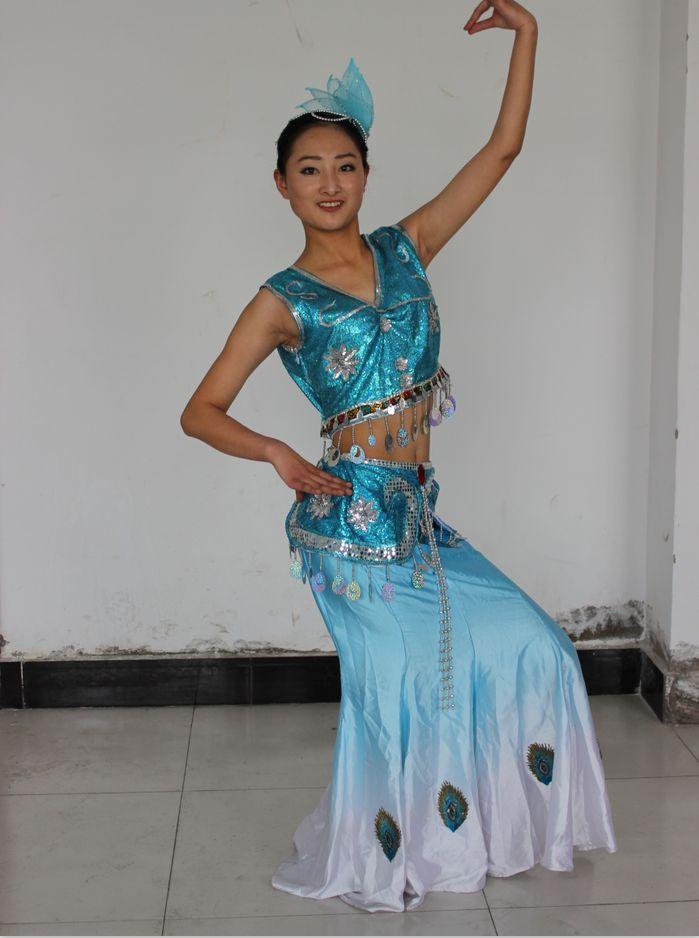 影视表演准也学员课外练习舞蹈中
