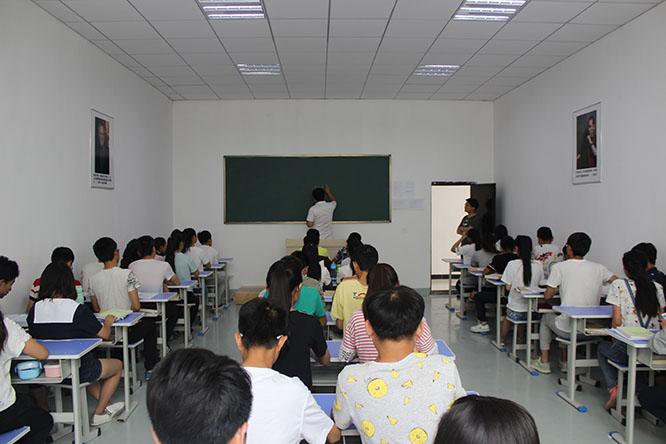 兰州艺考培训学校学生紧张有序的学习中