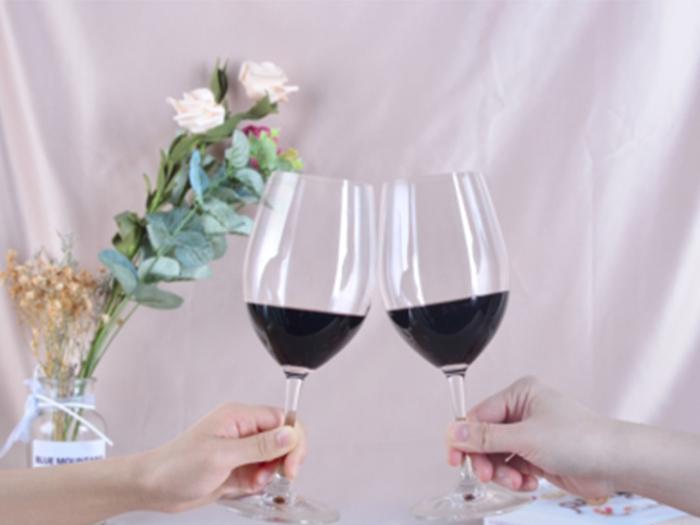 马瑟兰红酒提醒大家喝葡萄酒千万不能干这些事
