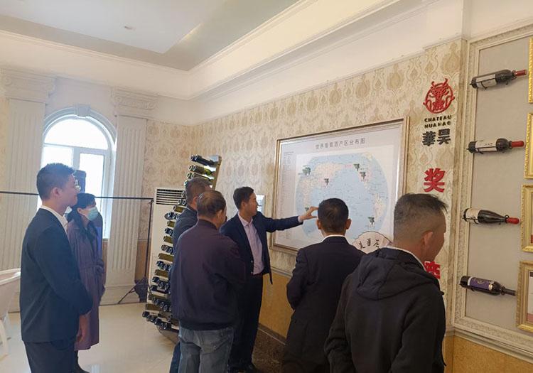 标题:区市领导带领企业老总到华昊酒庄参观品鉴