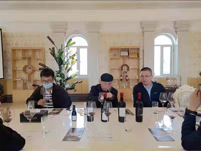 西北农林科技大学葡萄酒学院领导参观华昊酒庄