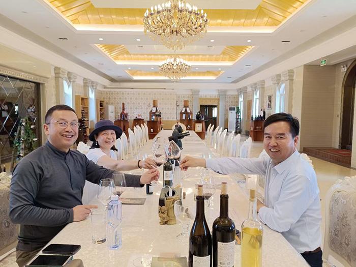 西安和北京的客户先后到访华昊酒庄参观品鉴