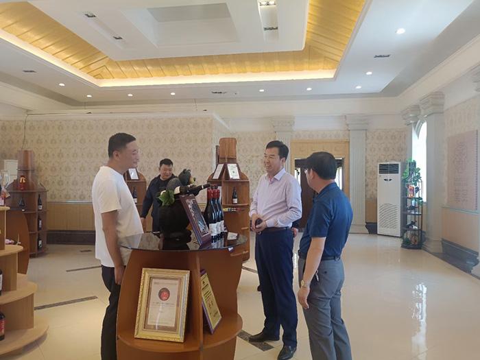区内外多批客户来华昊酒庄参观考察
