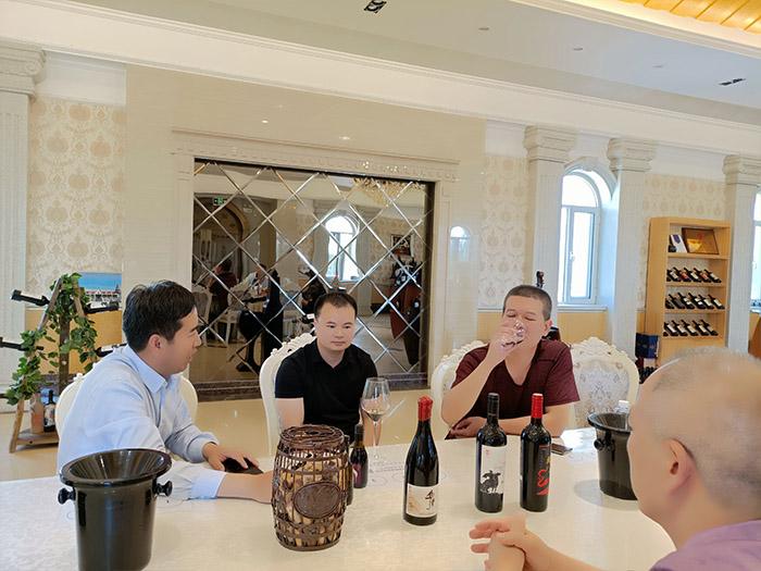 华昊贺兰山东麓葡萄酒值得您欣赏!