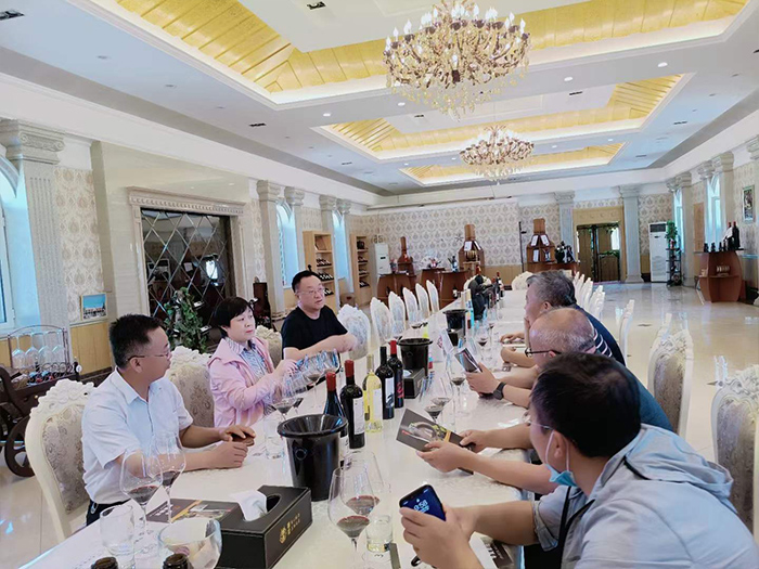 永宁县政协和青铜峡市政协领导到#华昊酒庄 考察调研