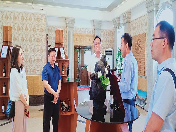 新疆吐鲁番市葡萄酒来到华昊酒庄宁夏红酒酒庄