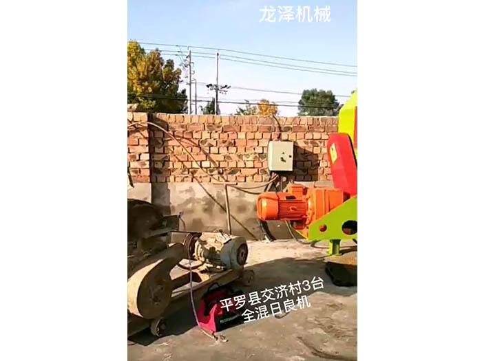 平罗县交济村3台全混日粮搅拌机