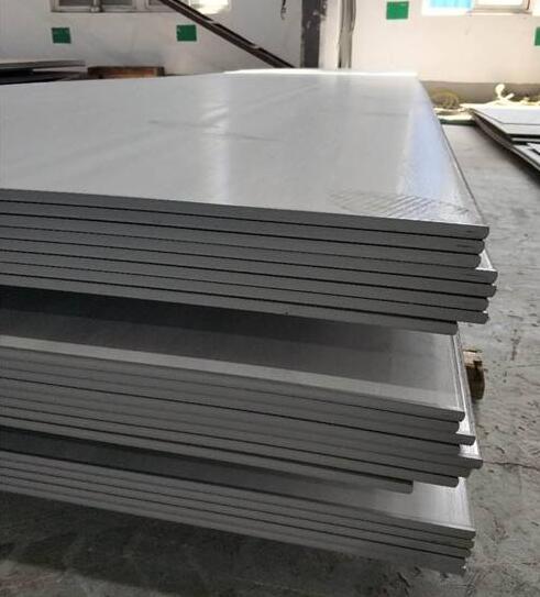 """不锈钢板喷漆时有哪些注意事项呢? 不锈钢板进行喷漆主要的目的是保证产品质量,去除工件表面的油脂、其它污物、锈、氧化皮、焊接熔粒、焊接氧化层、及对喷涂表面的粗化处理,满足产品质量、安全使用及职业健康要求。不锈钢板用途广泛,具有良好的耐腐蚀性,耐热性,低温强度和机械特性;冲压弯曲等热加工性好,无热处理硬化现象,而在对不锈钢板表面进行喷漆处理时,需要注意一些细节,做好细节才能做好喷漆工艺获得质量良好的不锈钢板。那么不锈钢板喷漆时有哪些注意事项呢?下面内蒙古不锈钢板就带大家一起来看看吧。 首先,一步要基础处理:要想未来漆膜牢固不掉,一道工序就是先把不锈钢表面处理干净。处理的方法可以使用刀具铲除原来的残漆,也可以用砂纸打磨表面,好用喷砂,使表面清洁后还要粗化处理,加大底漆的附着面积。 二步喷(刷)底漆:底漆的作用一是防止金属表面氧化,二是把面漆和金属牢牢的连接在一起。底漆有好几种。 三步面漆:因为是在露天,一方面要求漆膜耐气候性好,另一方面难采用漆膜牢的烤漆,因此,建议用聚氨酯漆,是一种有固化剂的双组份油漆,不用烘烤,常温下以其固化剂就可固化得很佳。 不管是喷涂还是刷涂任何一种油漆,要分3-5次施工,一次不能涂得太厚,前次干燥后再涂下一次。新手易犯的毛病就是一次涂得太多,造成""""流挂""""瑕疵,既不美观也不牢固。 不锈钢表面用漆需要使用专用的涂料,才能保证优异的附着力和防护性,普通的油漆例如聚氨酯漆、丙烯酸漆、富锌底漆等,很难附着在金属表面,容易脱落掉漆,根本无法达到防腐装饰的作用。 声明:文字、图片均来源于网络,如有侵权,请联系删除,谢谢"""