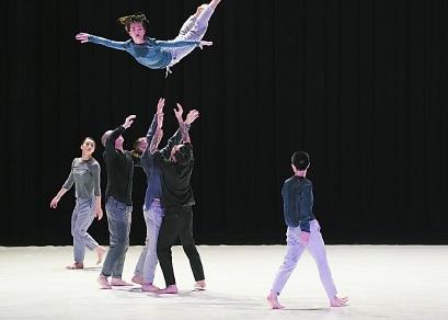原创现代舞《九重奏》首演,九人律动瞬间错觉时间停止