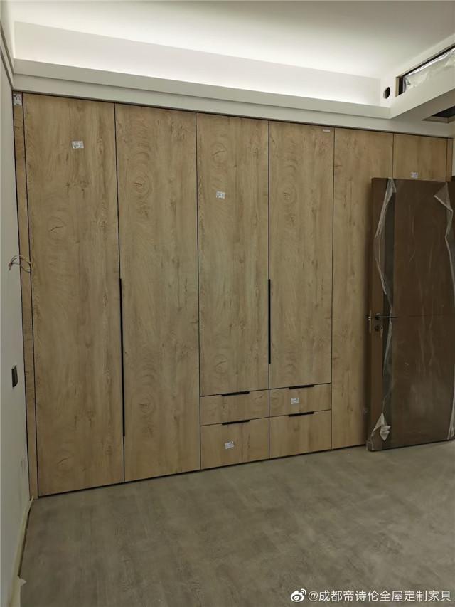热烈庆祝华润客户关于成都全屋定制-衣柜安装完毕