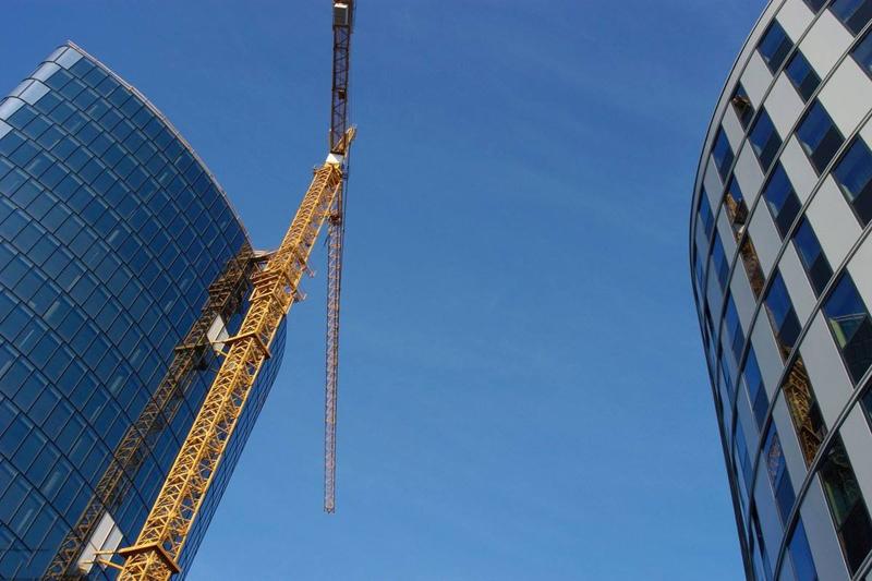 建筑企业在接工程需要的资质要怎么样寻找合适的呢?