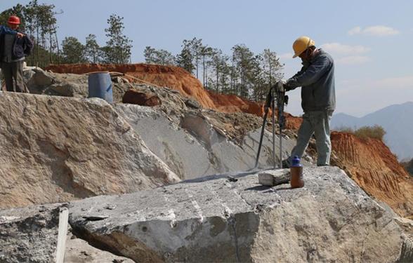冰花蓝石材2号采矿点