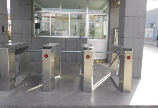 现在门禁系统的监控等级划分主要的依据是什么?