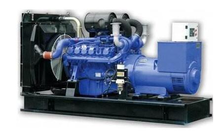在使用成都康明斯发电机时油底壳进水是什么原因