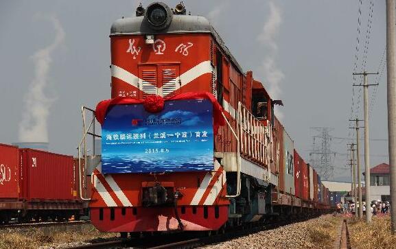 """""""海上丝路""""铁海联运班列在河南新乡开通"""
