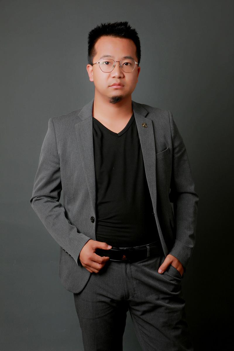 强琪琪-办公室主任(兼招生办主任)