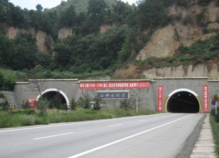 黄延高速山神庙隧道装饰的涂装工程