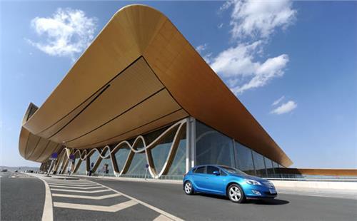 襄阳机场与欧曼玻璃胶厂达成合作