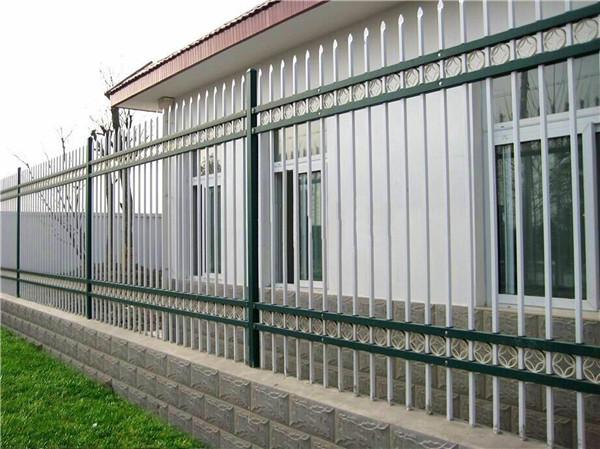 武汉室外锌钢护栏跟不锈钢护栏哪个好