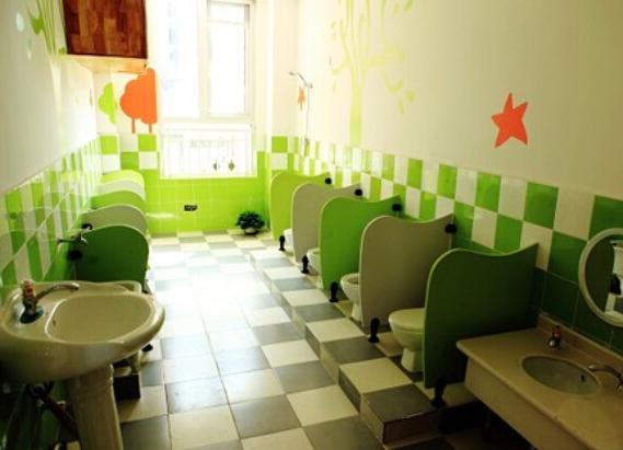 幼儿园卫生间隔断安装