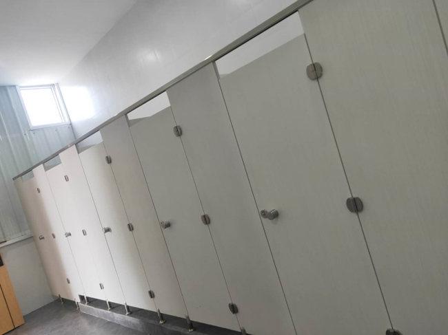 成都学校卫生间隔断厂家