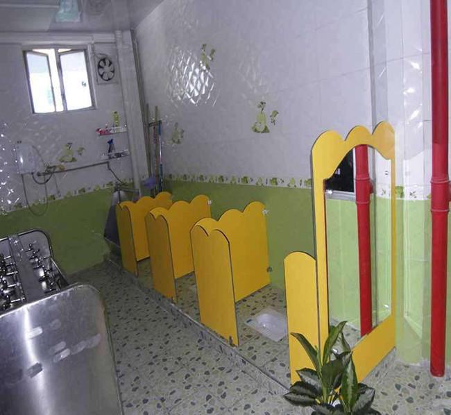 幼儿园卫生间隔断施工