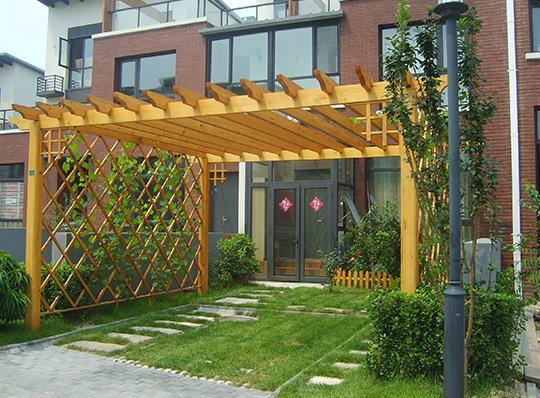 花园小天使四川防腐木花架如何制作更耐用?