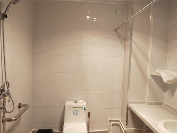 土默特左旗老年公寓双人间卫生间