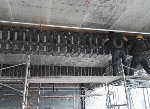 四川粘钢加固在进行时需要注意什么?