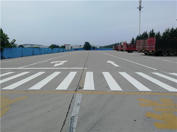 河南道路标线施工现场