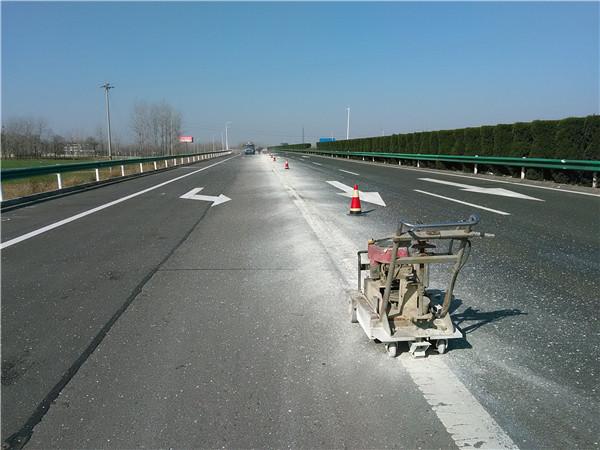 交通标志线不清楚的时候怎么办?一定要做好清除工作