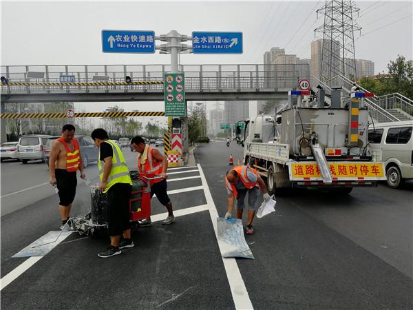 道路划线可以借助哪些机械设备来辅助施工,高效施工这样做
