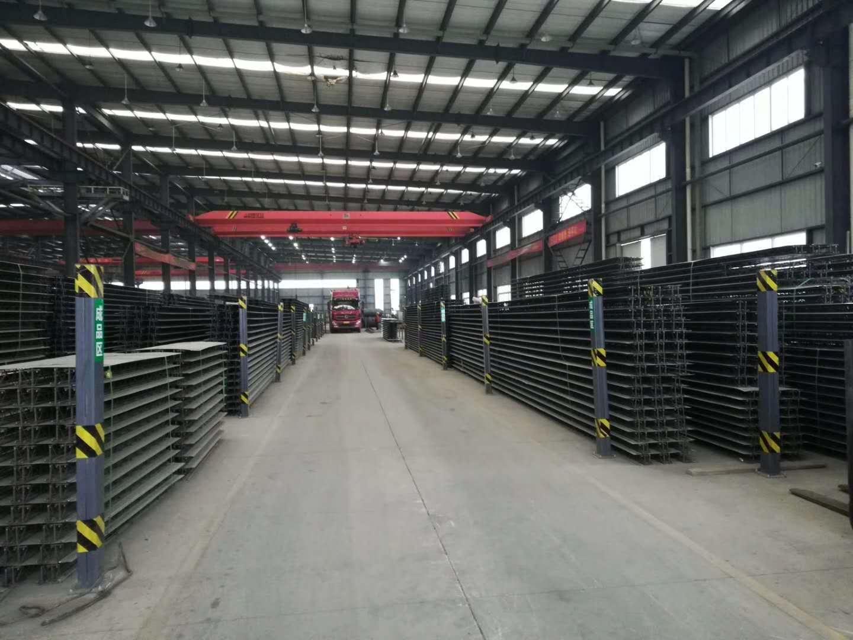 在成都宏达彩钢厂眼里钢筋桁架楼承板与普通楼承板的区别,各有哪些优势?
