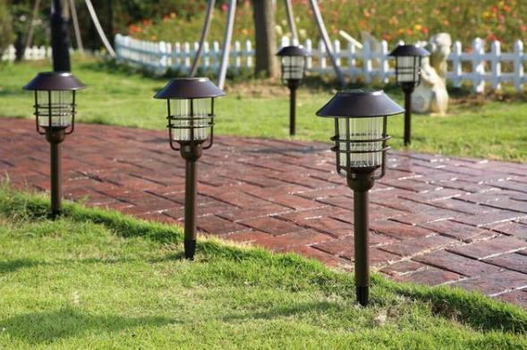 太阳能草坪灯图片