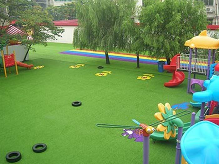 幼儿园人造草坪图片展示