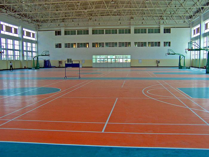篮球场悬吊组合运动地板的施工工艺及基础要求。