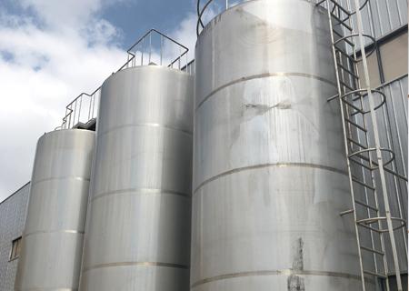 乳品灌装设备及乳品杀菌设备