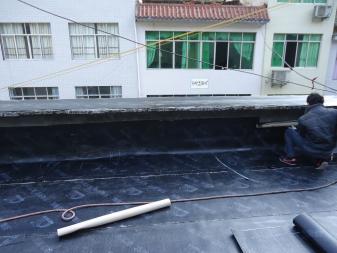 成都金属屋面渗漏水防水维修施工是怎样的?